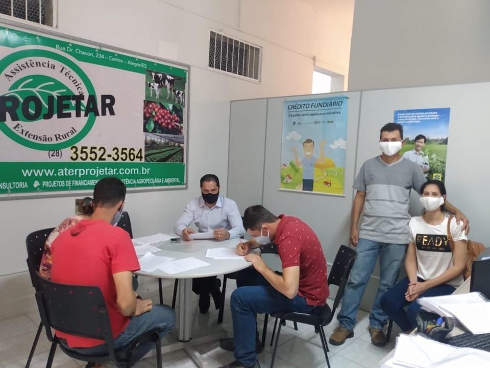 Trinta famílias contempladas em Alegre com o Crédito Fundiário