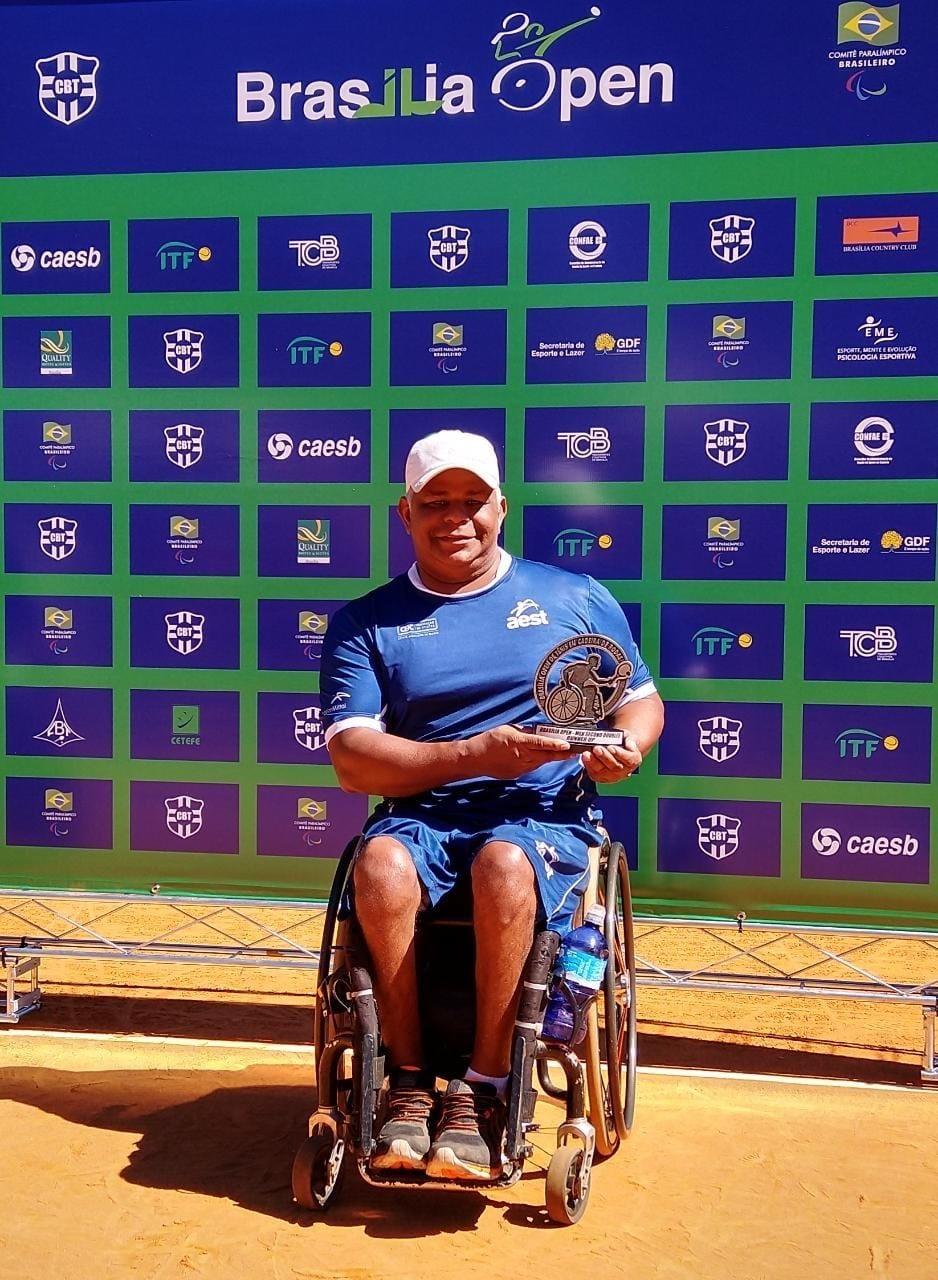 Campeão mundial de tênis em cadeira de rodas participa de live entre atletas da Sesport