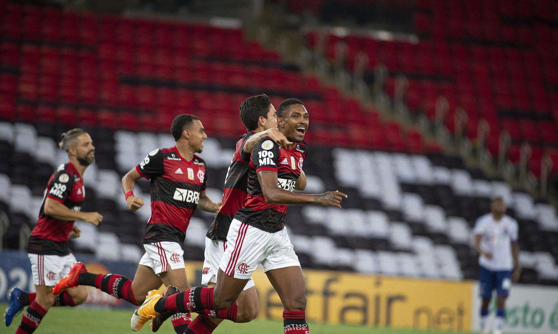 Fla vence Bahia por 4 a 3 e sobe para a vice-liderança do Brasileirão