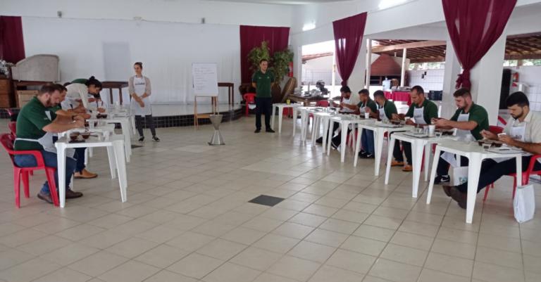 Cooabriel realiza novo curso de degustação de café para colaboradores
