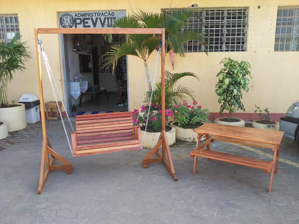 Unidade prisional doa peças em madeira para projeto social de Cariacica