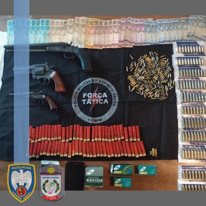 Dinheiro, armas de fogo e munições apreendidos em Barra de São Francisco