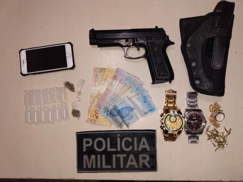 PM apreende entorpecentes e simulacro de pistola em São Mateus