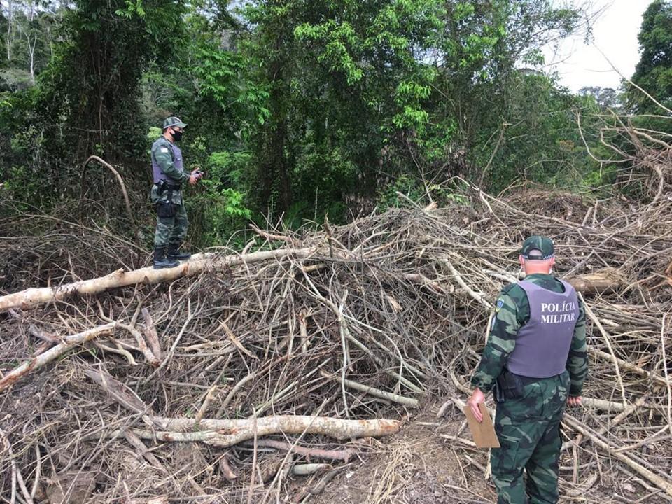 Polícia Ambiental flagra desmate e aterro em APP no município de Sooretama