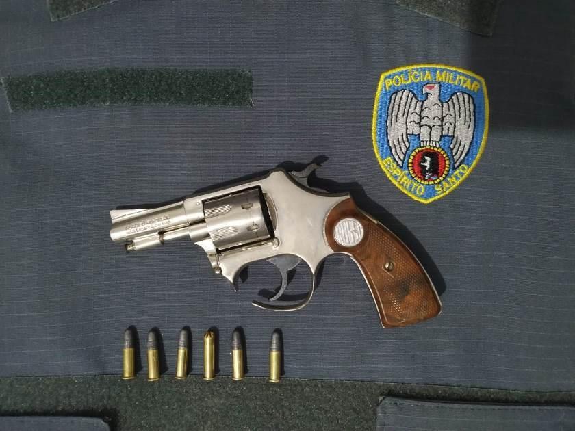 Militares de folga detém homem com arma de fogo em Nova Venécia