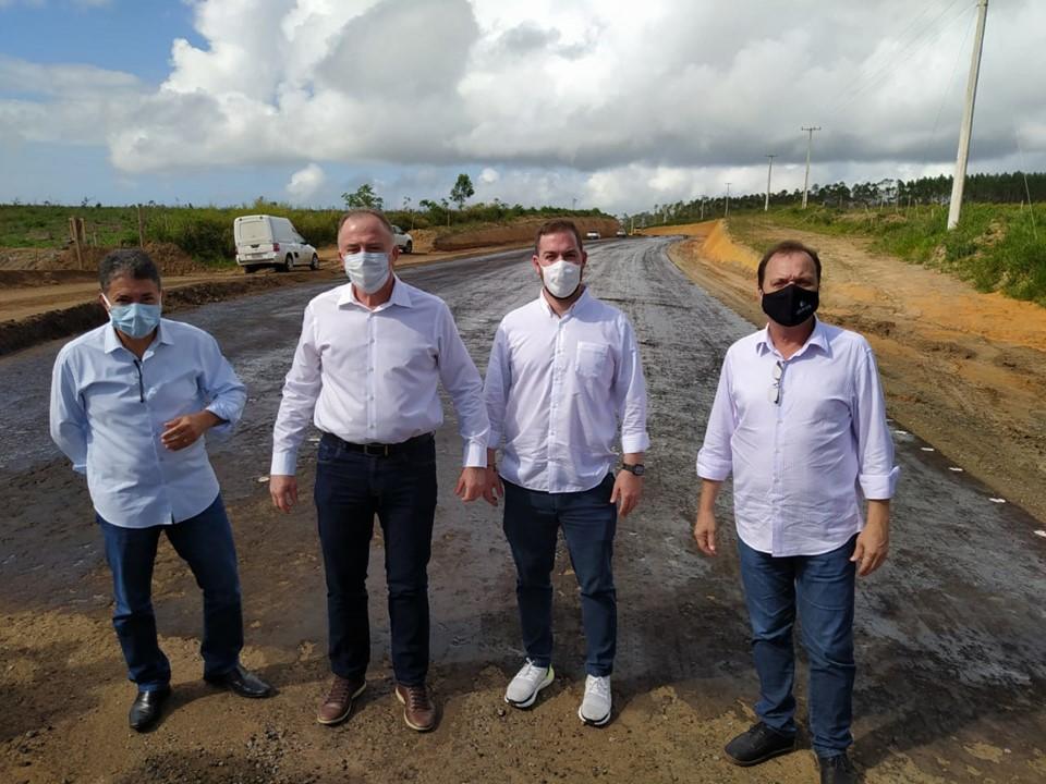 Governador visita obras rodoviárias em Conceição da Barra e São Mateus