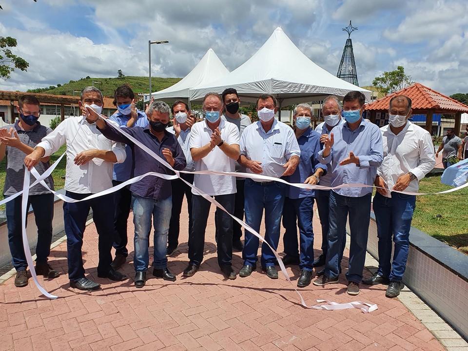 Governador participa da entrega das obras de creche e revitalização de praça em Itaguaçu