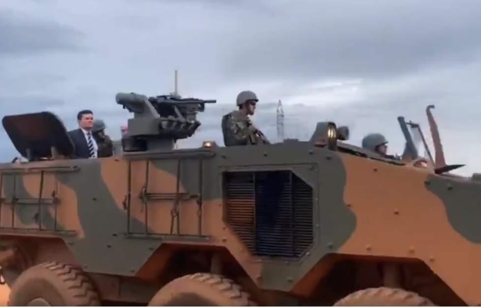 Militares tentam evitar saída de Moro após novo choque com Bolsonaro