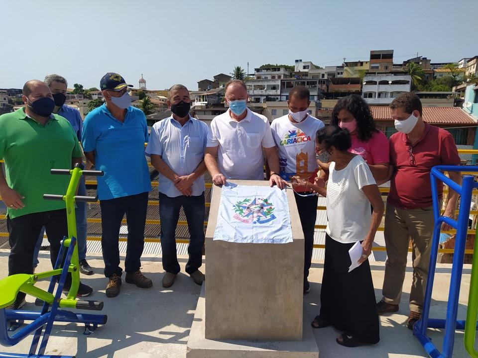 Governo do Estado entrega obras de muro de contenção e pavimentação de ruas em Cariacica