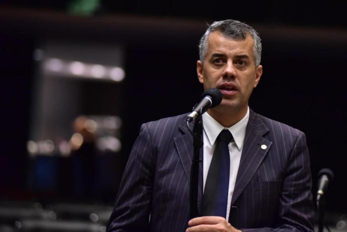 Evair de Melo defende aprovação de acordo com Emirados Árabes para evitar dupla tributação