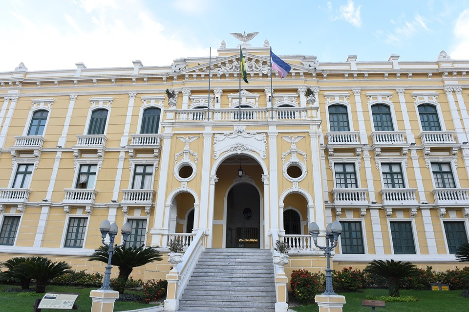 Visita ao Palácio Anchieta é opção cultural e histórica para alunos durante as férias escolares
