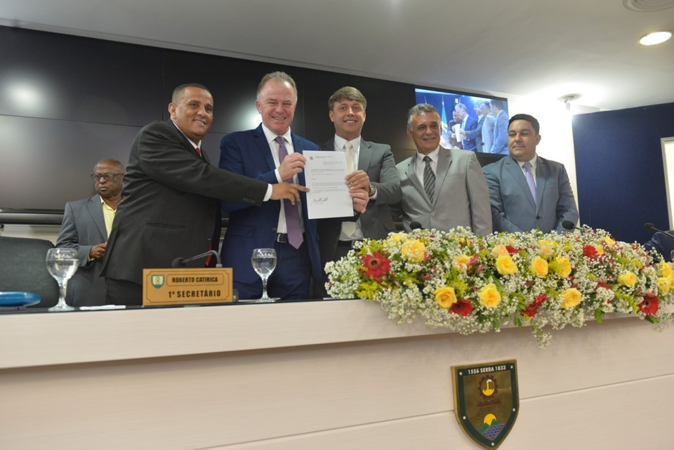 Governador participa de solenidade em homenagem ao Dia do Cidadão Serrano