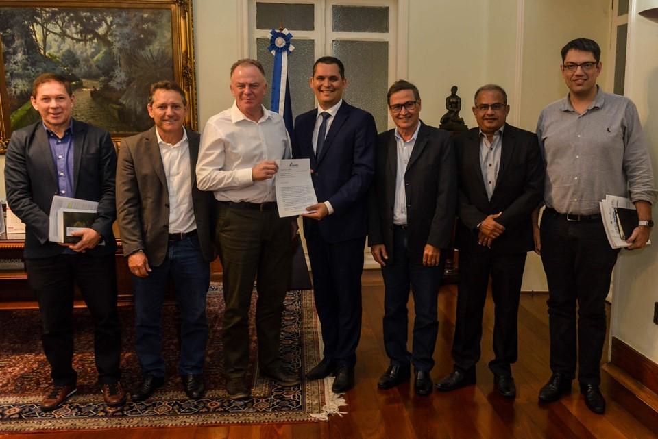Governador recebe diretoria da Amunes no Palácio Anchieta