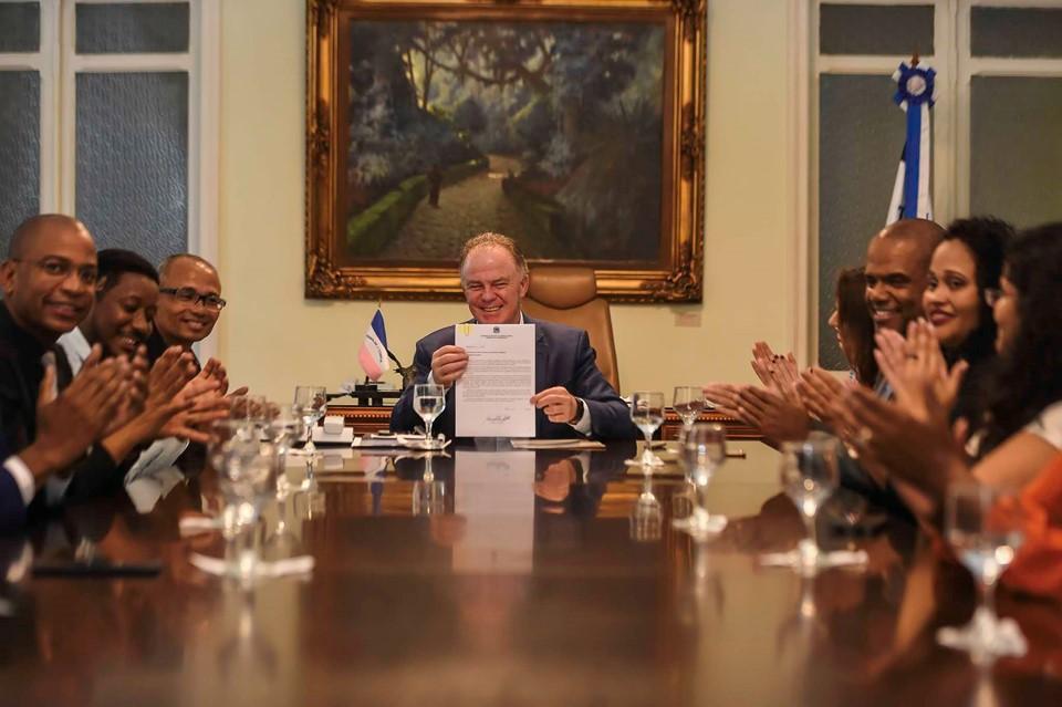 Governador assina Projeto de Lei que reserva 20% de vagas para negros em concursos públicos