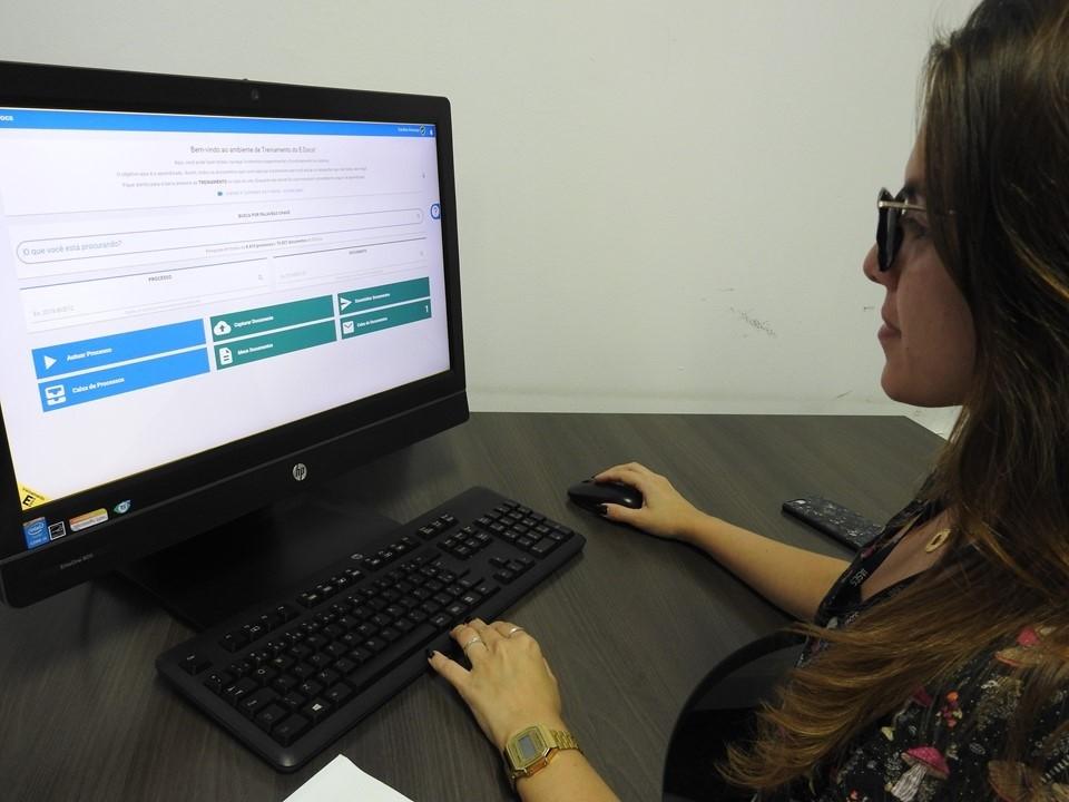 Uso do e-Docs gera economia de 50% no consumo de papel no Iases