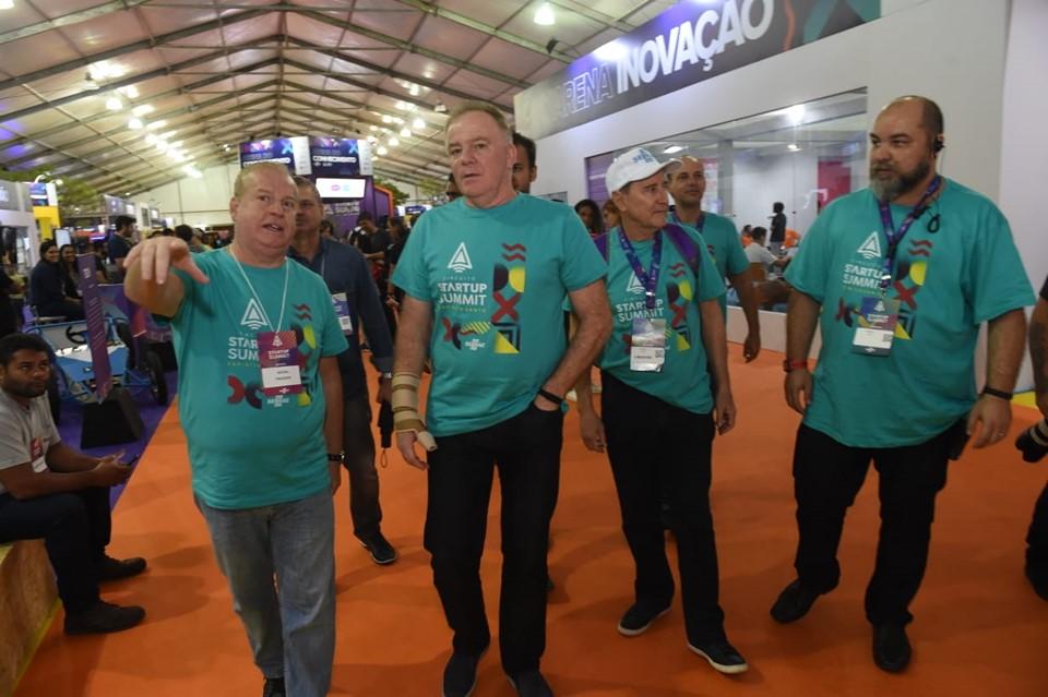 Governador visita evento de inovação e empreendedorismo em Vitória