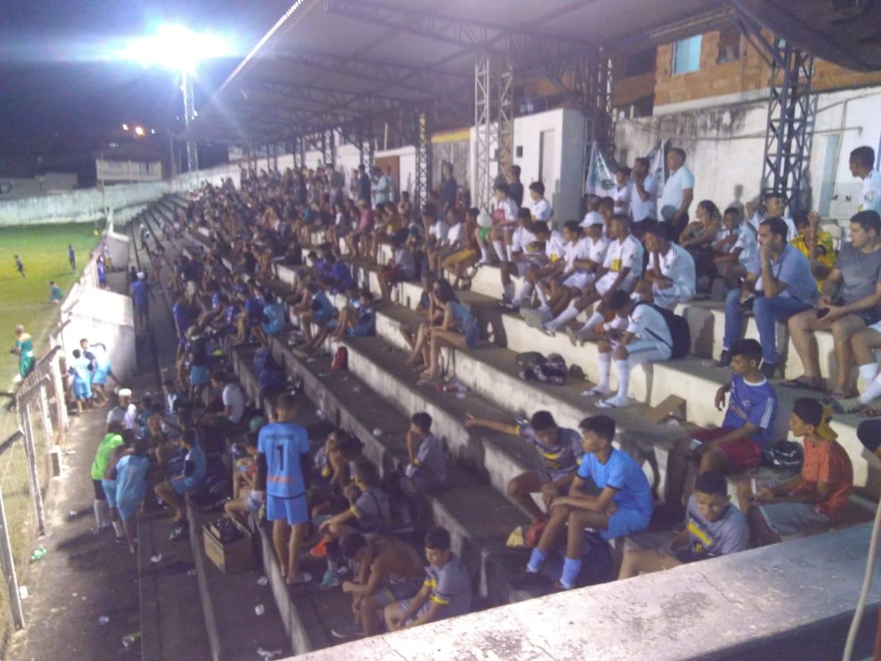 Centenas de pessoas na abertura das Finais Gerais da Copa A Gazetinha