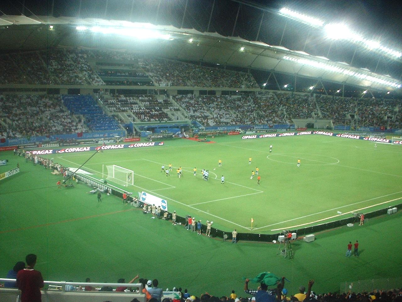 Trio de arbitragem do Catar vai apitar final Flamengo x Liverpool