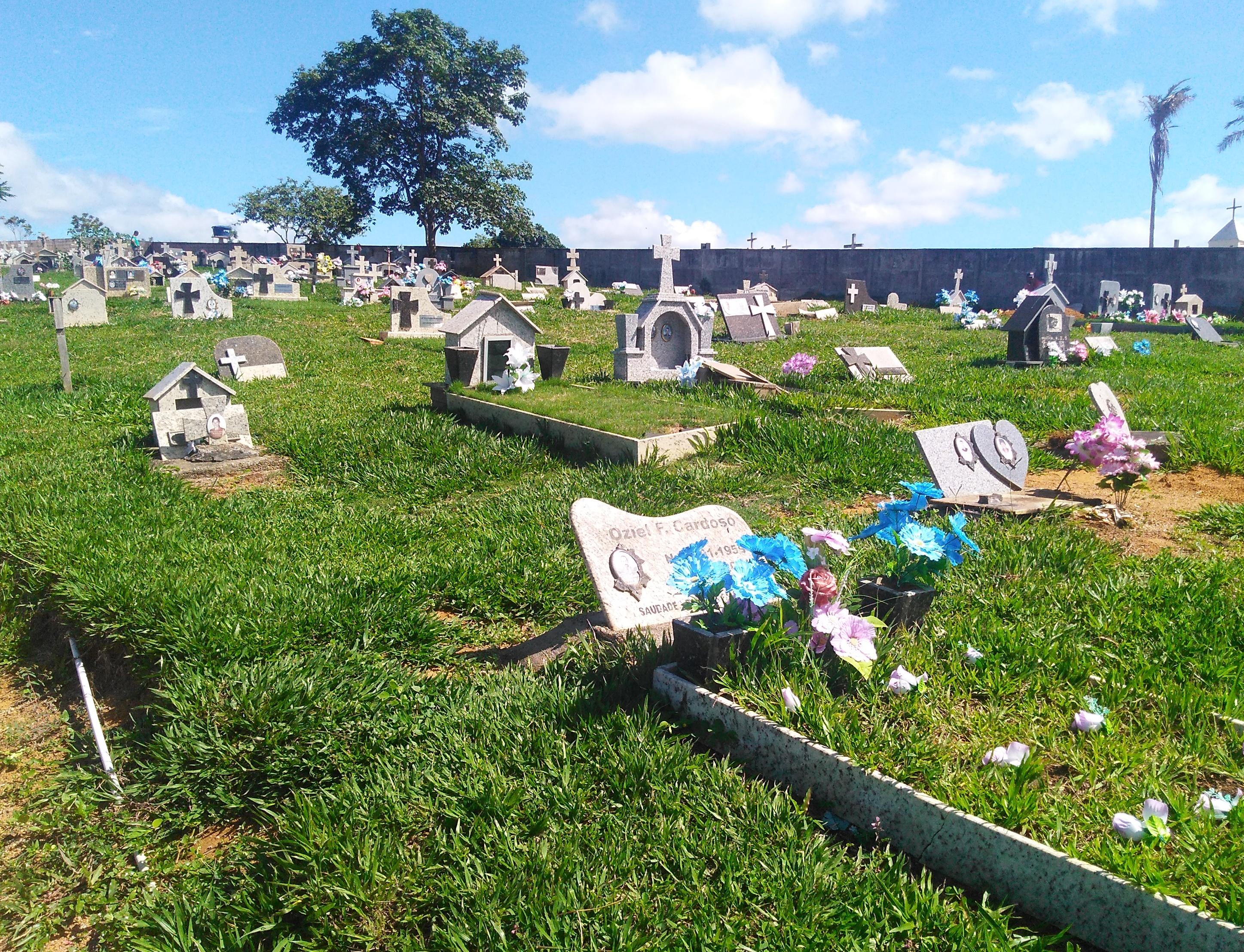 Idosa vítima de latrocínio é sepultada em Águia Branca