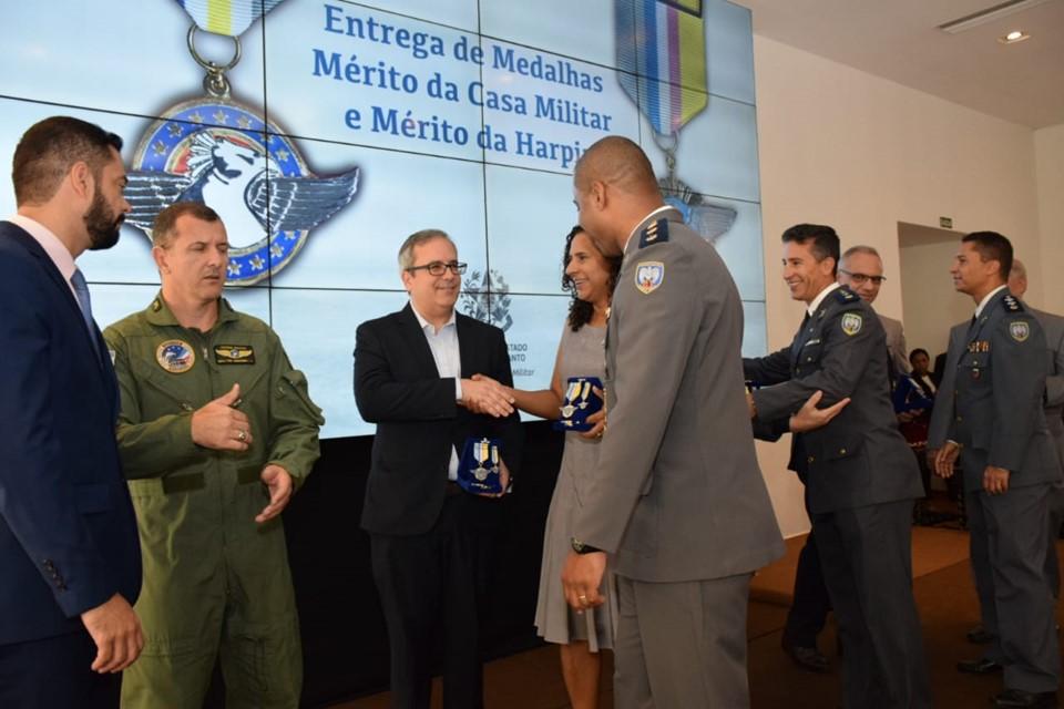 Governadora em exercício realiza entrega das medalhas do Mérito da Casa Militar e Ordem da Harpia