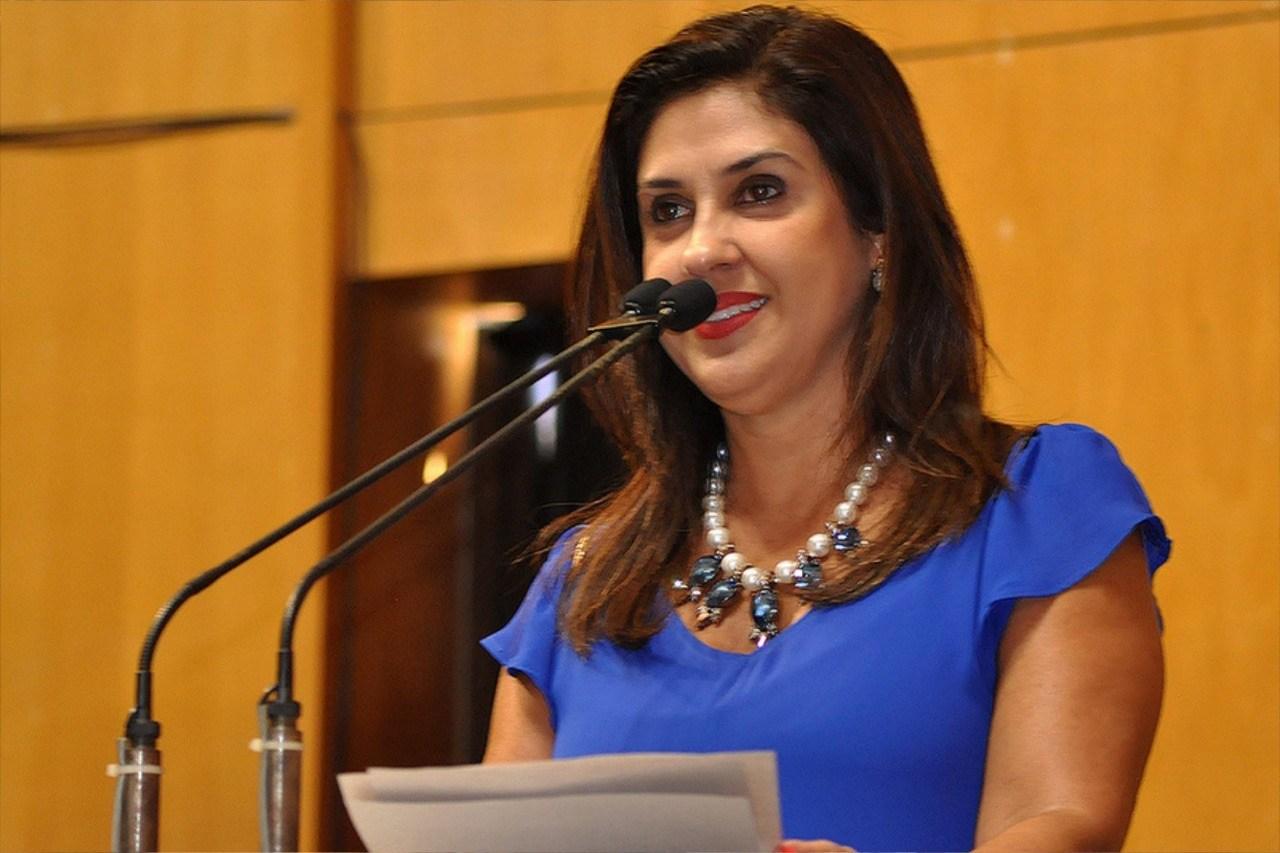 Deputada Raquel Lessa concede comenda Dário Martinelli à agricultores rurais do Espírito Santo