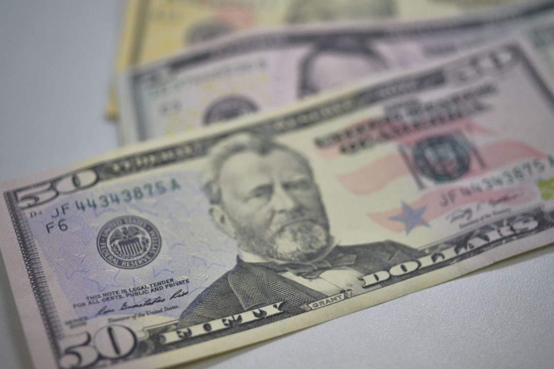 Dólar abre acima de R$ 5 pela primeira vez na história