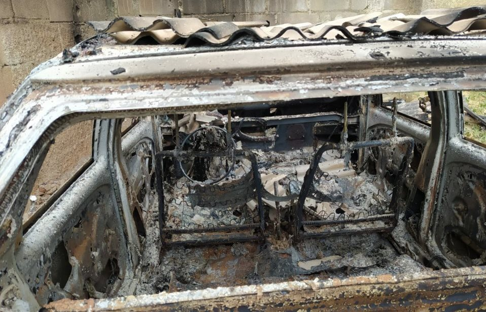 Veículo incendiado em Águia Branca