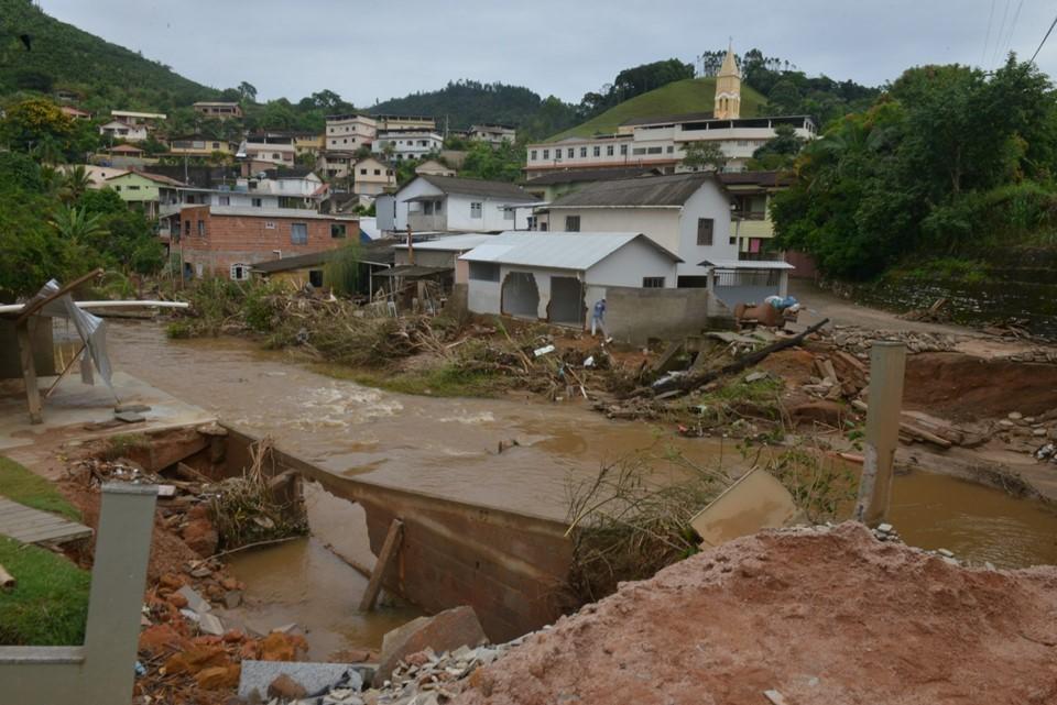 Estado monitora casos suspeitos de leptospirose após enchentes no sul