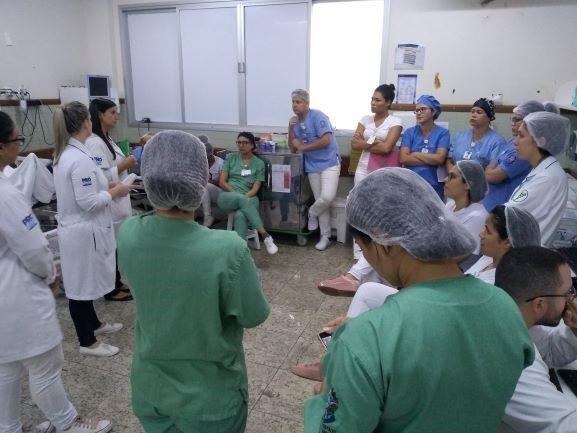 Profissionais do Hospital Estadual de Urgência e Emergência recebem orientações sobre o coronavírus