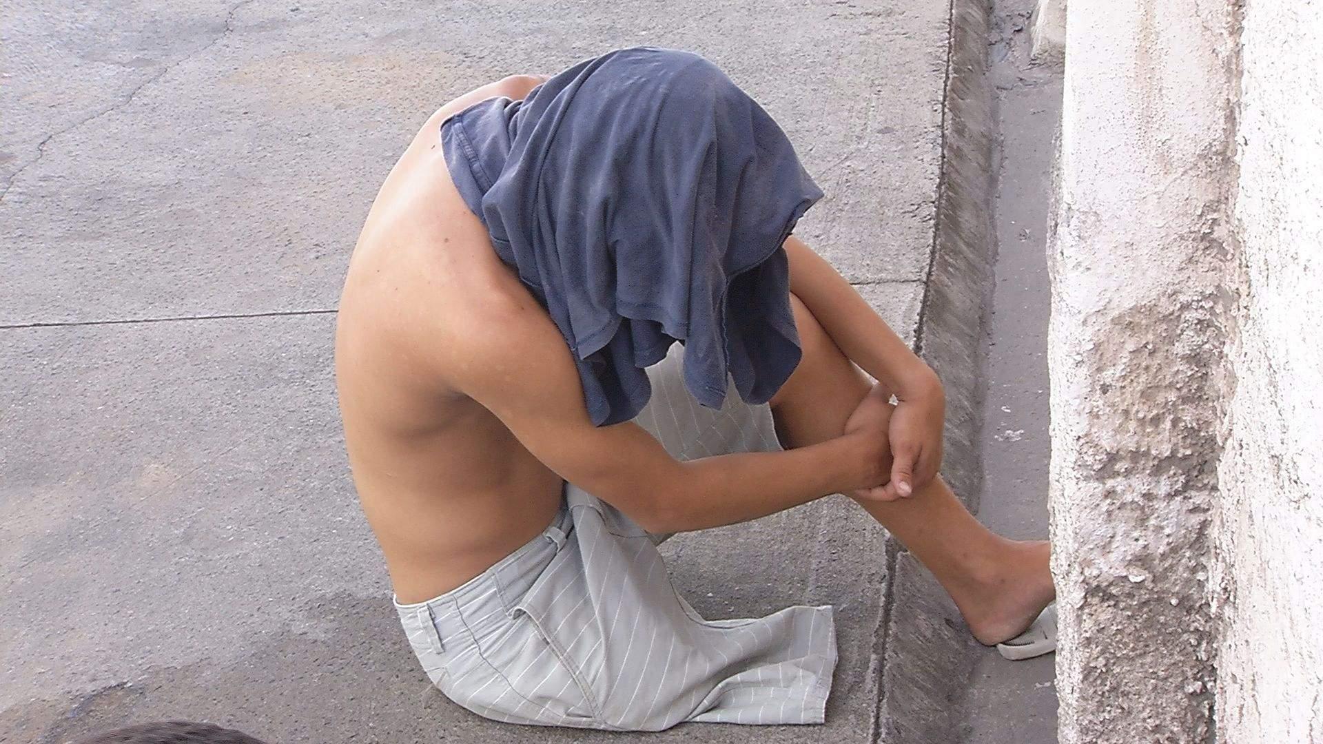 Preso com 126 pinos de cocaína, homem com uma perna só tenta fugir de bicicleta