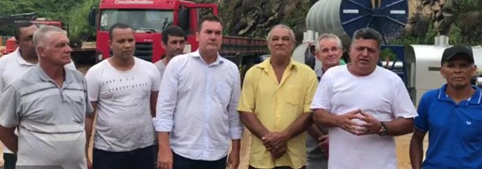 Brizola entrega equipamentos para associações