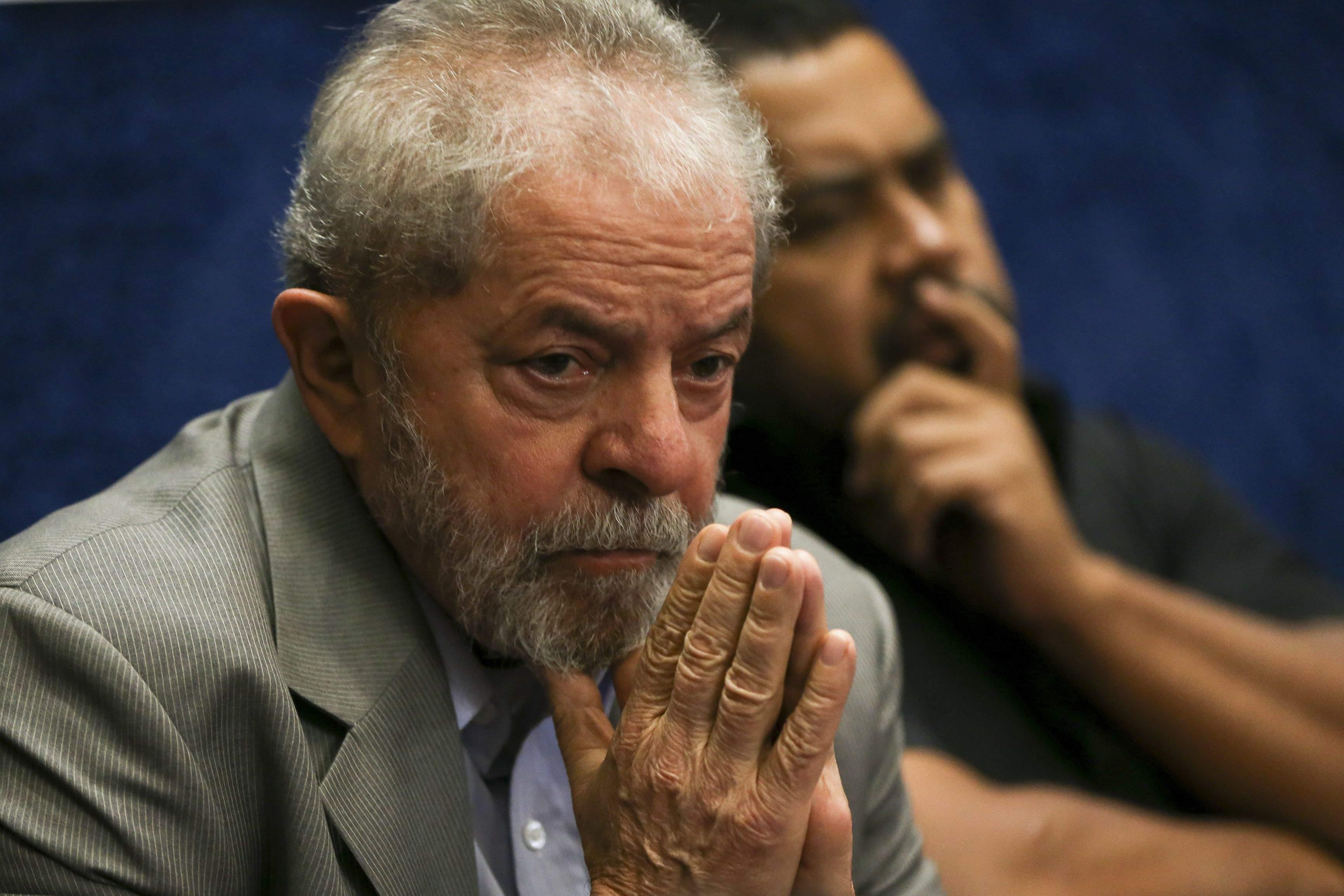 Advogados de Lula pedirão soltura hoje; PT prepara agenda política