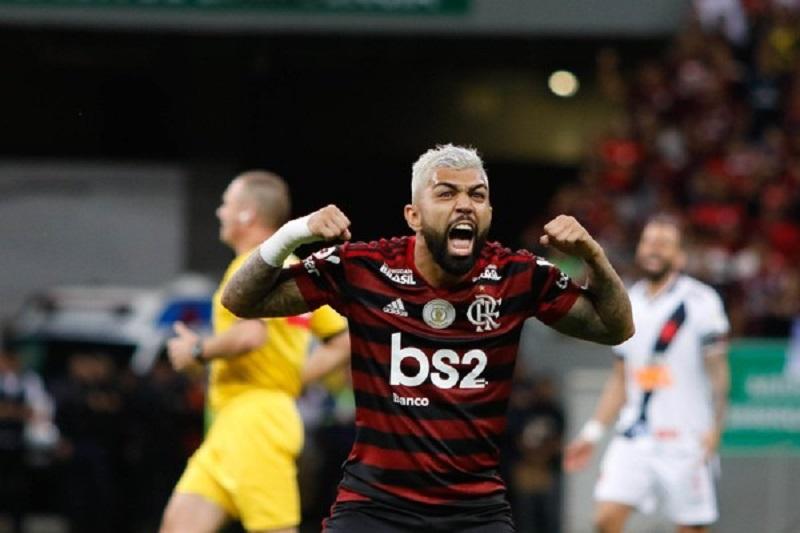 Gabigol fecha contrato por cinco anos com Flamengo e declara amor ao clube