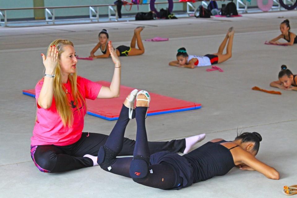 Técnica búlgara realiza treinamento intensivo com ginastas capixabas