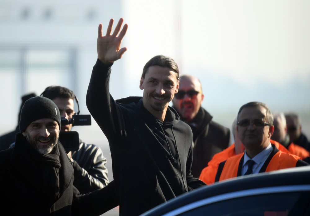 Ibrahimovic chega à Itália para assinar com Milan e realizar exames médicos