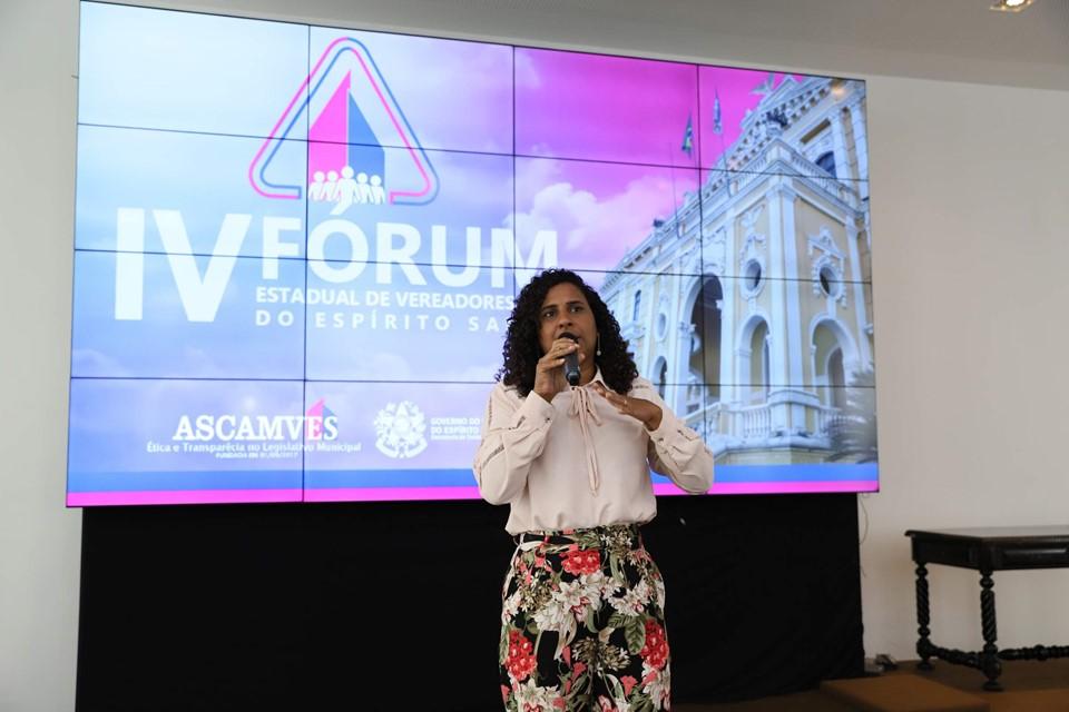 Jaqueline Moraes realiza palestra sobre participação feminina na política
