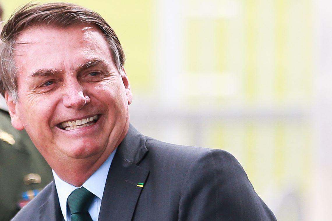 Bolsonaro pede reabertura de comércio e escolas e fim do confinamento