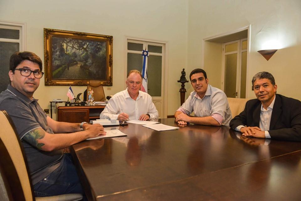 Governador sanciona leis com medidas de reestruturação dos municípios afetados pelas chuvas