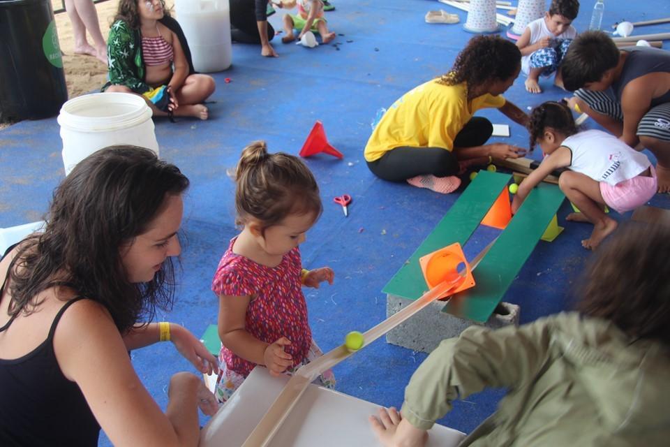 Praia do Morro se transforma em parque de diversão e aprendizado para toda a família
