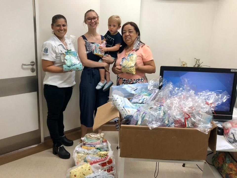 Hospital Estadual Dr. Jayme: doação de kits para bebês emociona mães