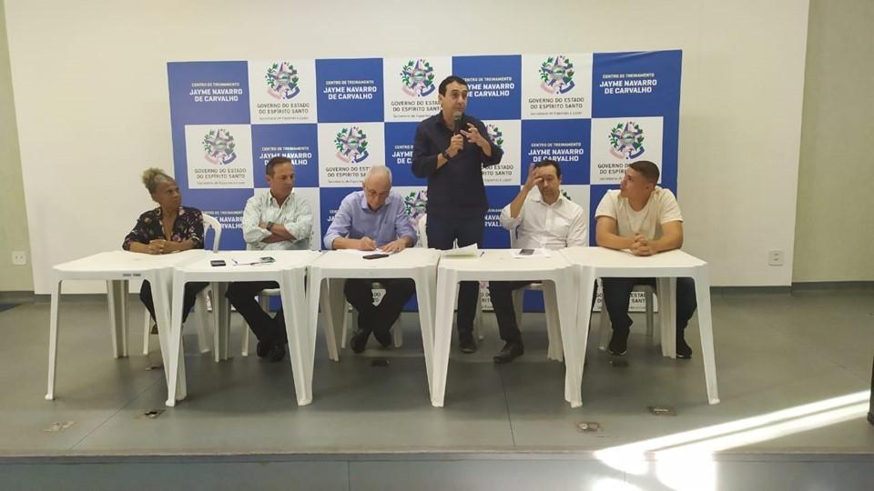 Sesport assina convênio para reforma de quadra de bairro de Vitória