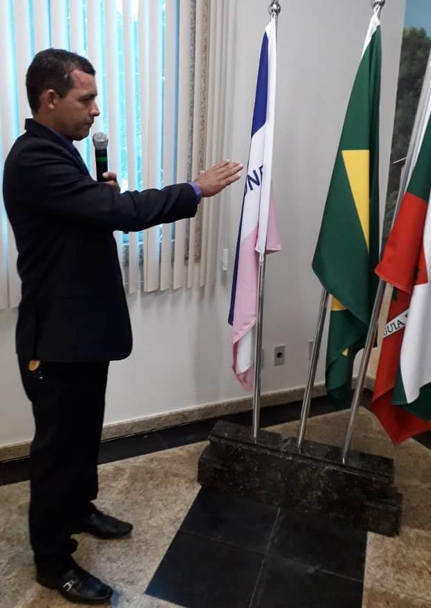 Câmara empossa Zé Costa como vereador